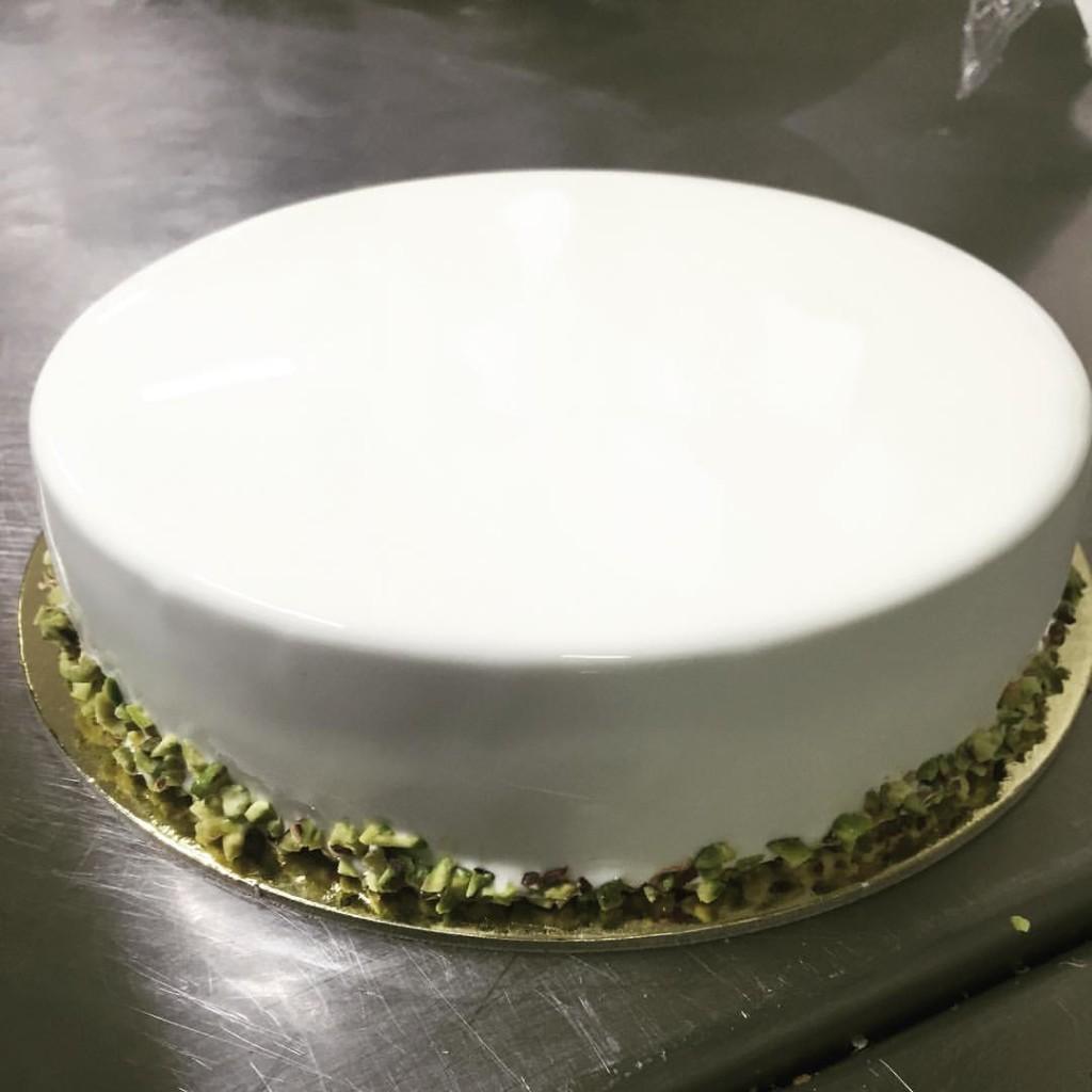 Caffetteria Spinnato - Maurizio Black Santin e la torta white